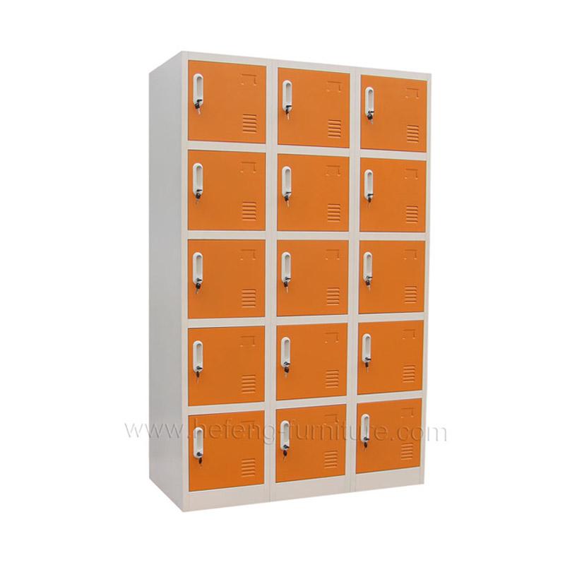 Металлический шкаф для хранения одежды
