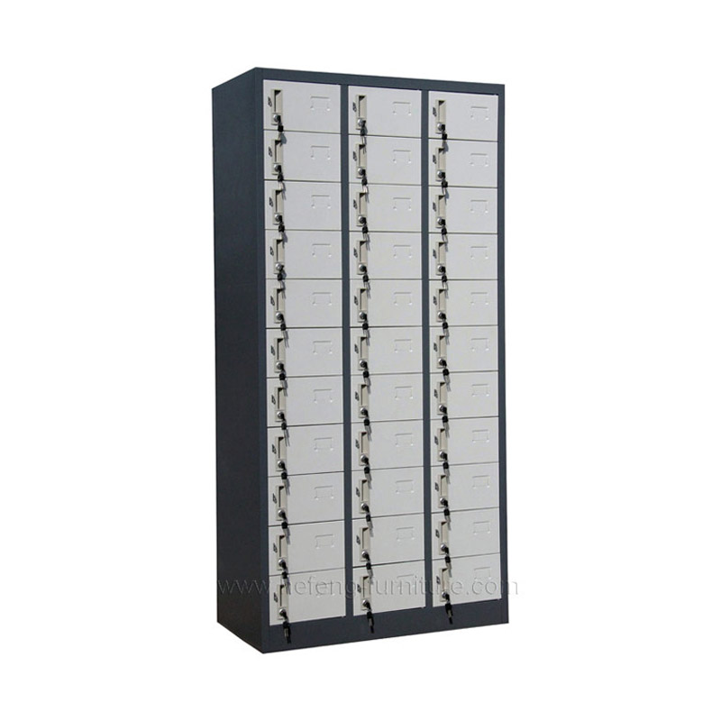Металлический шкаф одежный